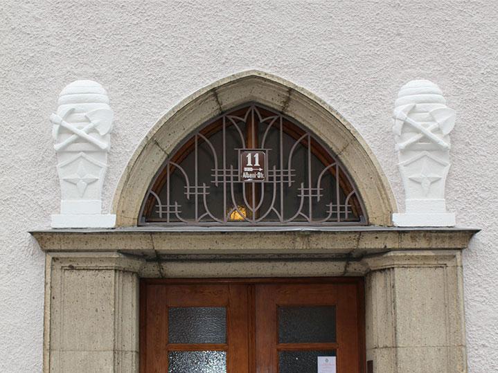 MANEUM Hausverwaltung GmbH Wohnimmobilie München Hauseingang